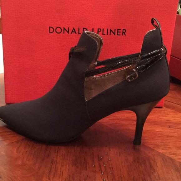 Donald J. Pliner Shoes - Donald Pliner Tali2 booties. Crepe elastic